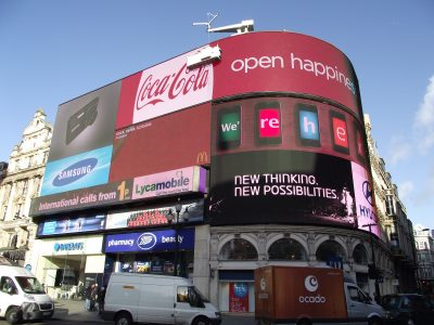 https://commons.wikimedia.org/wiki/Piccadilly_Circus#/media/File:Piccadilly_Circus_by_day_January_2012.JPG